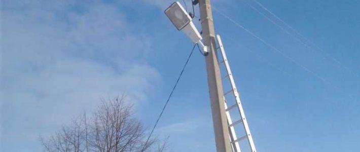 Установка уличного прожектора